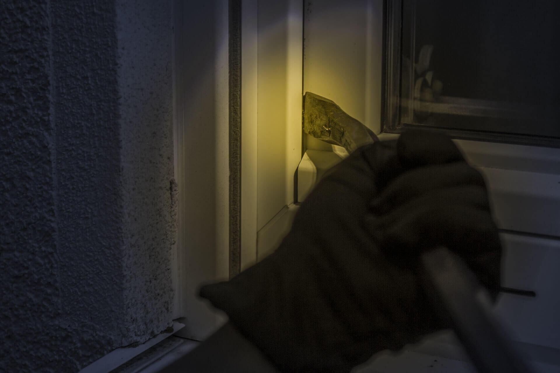 Alarm w mieszkaniu – co warto wiedzieć?
