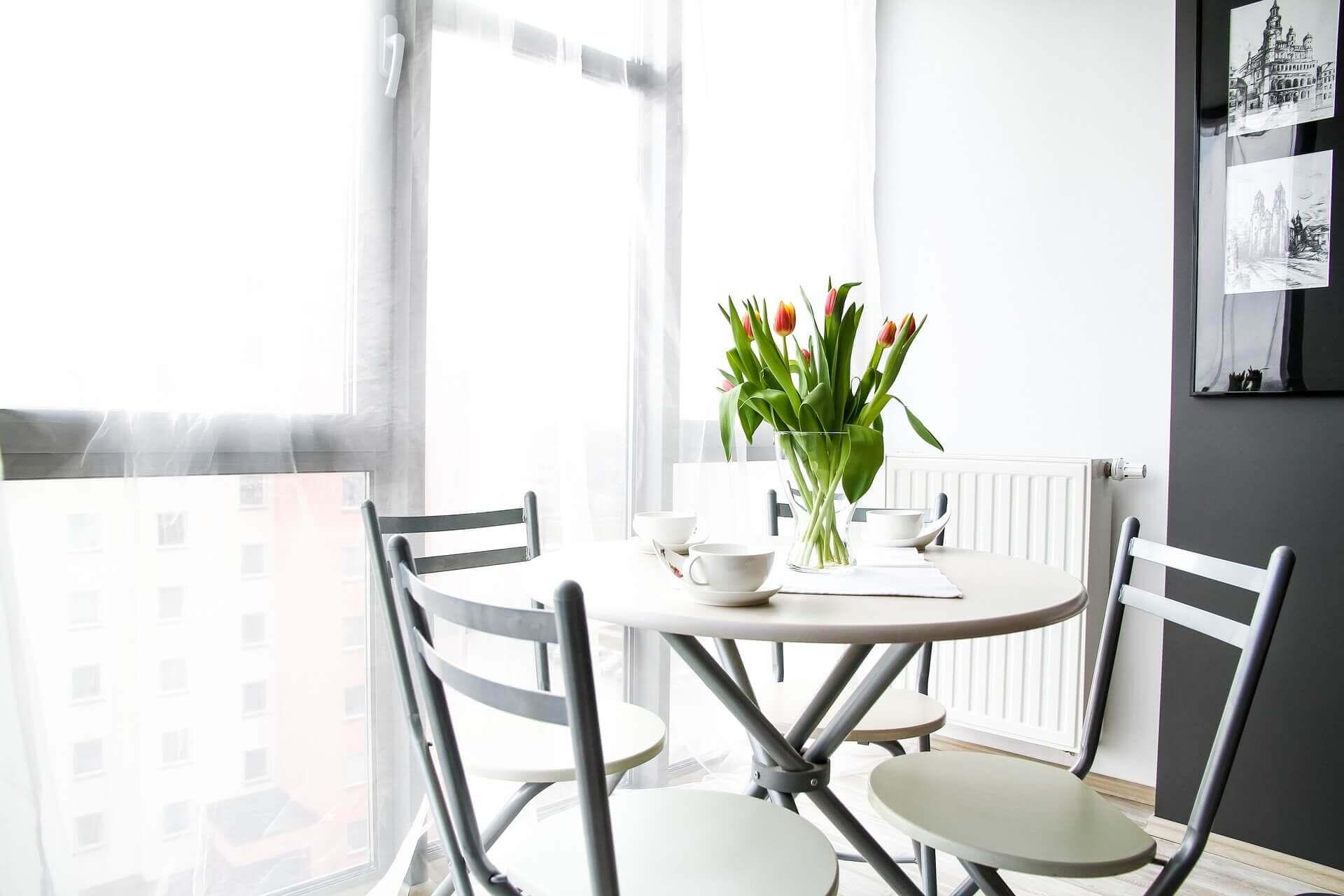 Mieszkanie w bieli – jak je urządzić?